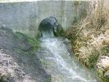 Az elvezetőárok Köles-éri torkolatánál duzzadt fel a víz. Miután körbeárkolták, csökkent a belvíz szintje a falvakban.